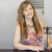 Inventor Sells Jewelry Organizers Online with Amazon