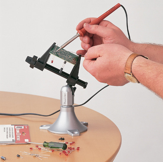 The PanaVise Model 201 Junior miniature vise used to solder a circuit