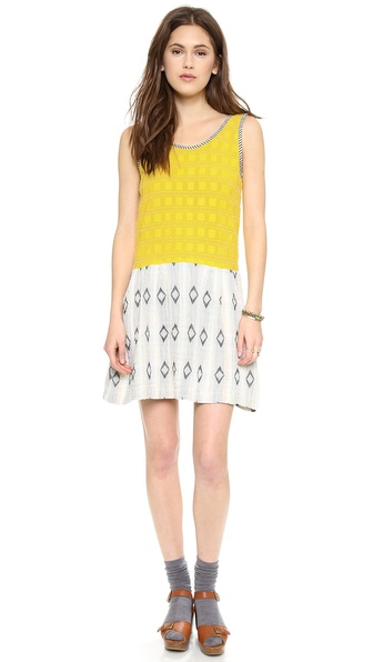 Kupi ace&jig haljinu online i raspordaja za kupiti A bright, summery ace&jig dress features an intricate checkered pattern. A skirt cut from soft gauze adds charming contrast. Ribbed edges. Unlined. Sleeveless. Fabric: Soft weave / double layer gauze. 95.9% cotton/4.1% polyester. Hand wash or dry clean. Imported, India. MEASUREMENTS Length: 34.5in / 87.5cm, from shoulder. Available sizes: L,M,S