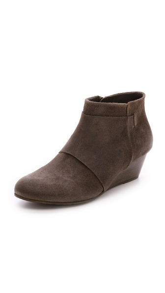 Kupi Coclico Shoes cipele online i raspordaja za kupiti A smooth wood wedge offers natural beauty to low shaft Coclico booties, made from subtly distressed nubuck. An overlay lends a layered look to the round toe profile. Instep zip. Leather sole. Leather: Calfskin. Made in Spain. This item cannot be gift boxed. Measurements Heel: 1.75in / 45mm. Available sizes: 36,37.5,38,38.5,39,39.5,40