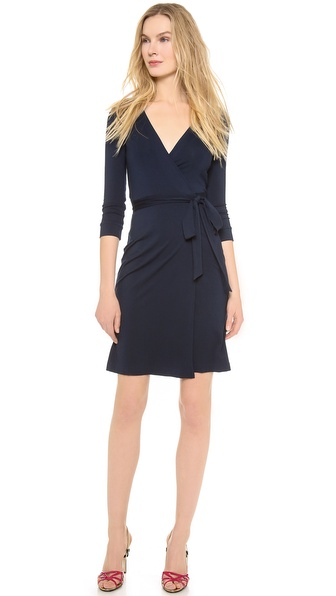 Kupi Diane von Furstenberg haljinu online i raspordaja za kupiti A signature DVF wrap dress with easy drape. 3/4 sleeves. Unlined. Fabric: Mid weight jersey. 93% viscose/7% spandex. Dry clean. Imported, China. MEASUREMENTS Length: 40in / 101.5cm, from shoulder. Available sizes: 12