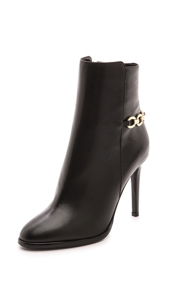 Kupi Diane von Furstenberg cipele online i raspordaja za kupiti Polished chain trim accents the asymmetrical shaft on sophisticated DVF booties. The structured toe tapers to a rounded point, and patent trim gives the stiletto heel a slick, liquid look. Exposed side zip. Leather sole. Leather: Calfskin. Made in Italy. This item cannot be gift boxed. Measurements Heel: 4.25in / 105mm. Available sizes: 5.5,6,6.5,7,7.5,8,8.5,9,9.5,10