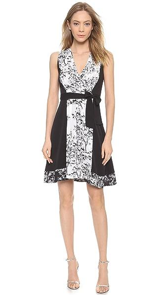 Diane von Furstenberg. Цвет: белая вуаль с луговыми цветами/черный