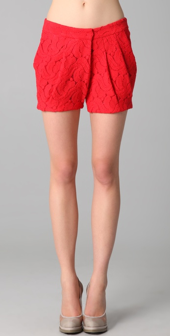 Doo.Ri Diagonal Pleated Shorts