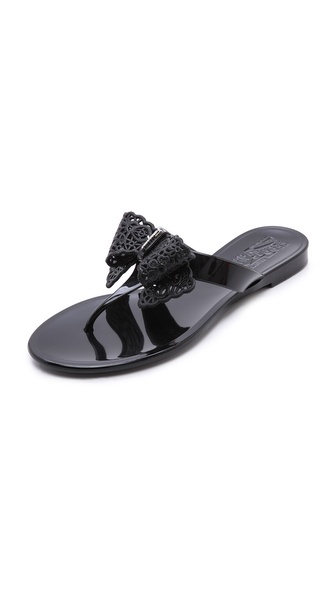 Kupi Salvatore Ferragamo cipele online i raspordaja za kupiti These glossy Salvatore Ferragamo jelly sandals are detailed with the signature logo accented bow. Rubber sole. Made in Italy. Available sizes: 5,6,7,8,9