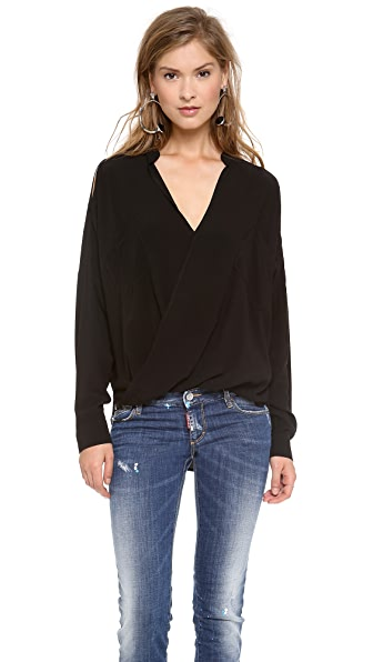 Funktional Linear Cold Shoulder Top