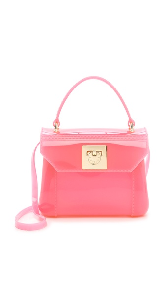 Kupi Furla tasnu online i raspordaja za kupiti A petite Furla handbag in shiny, translucent rubber. Short handle and optional shoulder strap. Hinged closure and unlined interior. Weight: 15.0oz / 0.43kg. Made in Italy. Measurements Height: 5in / 12.5cm Length: 6.5in / 16.5cm Depth: 2.5in / 6.5cm Strap drop: 24in / 61.0cm. Available sizes: One Size