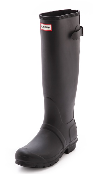 Kupi Hunter Boots cipele online i raspordaja za kupiti Hunter revamps its signature wellies with an adjustable, buckled inset for a customized fit. Woven nylon lining and cushioned footbed. Lug sole. Imported, Indonesia. This item cannot be gift boxed. NOTE: High quality natural rubber may release white marks, which can be wiped clean. Measurements Shaft: 16in / 40.5cm Circumference: 15.5in / 39.5cm. Available sizes: 5,6,7,8,9,10