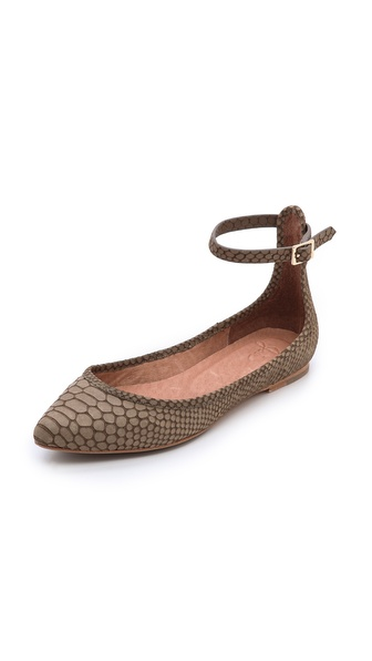 Kupi Joie cipele online i raspordaja za kupiti A buckled ankle strap lends a charming look to barely there ballet flats, styled in snake embossed leather. Leather sole. Leather: Cowhide. Imported, China. This item cannot be gift boxed. Available sizes: 35