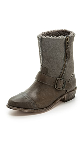 Ботинки Duarte в байкерском стиле на подкладке из короткой шерсти Koolaburra. Цвет: grey/wetsand
