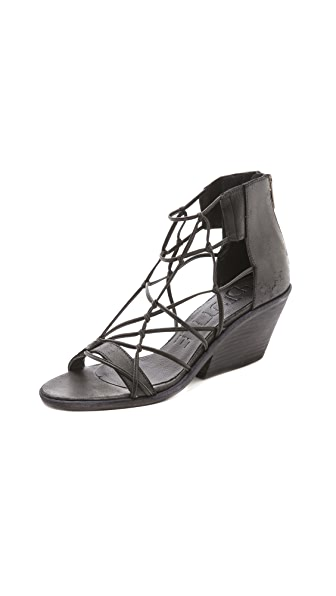 LD Tuttle Freeze Lean Heel Sandals