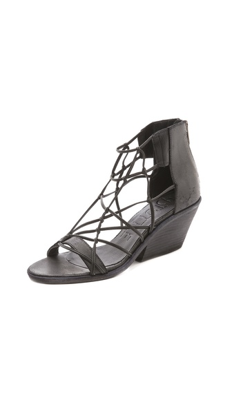 LD Tuttle Freeze Lean Heel Sandals