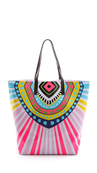 Kupi Mara Hoffman tasnu online i raspordaja za kupiti Neon geometric patterns radiate from a carryall vinyl tote, and double strap handles carry the open top line. Optional base backing. Weight: 15oz / 0.43kg. Imported, China. MEASUREMENTS Height: 16in / 40.5cm Length: 17in / 43cm Depth: 7in / 18cm Handle drop: 9in / 23cm. Available sizes: One Size