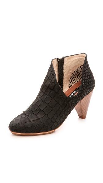 Kupi Matt Bernson cipele online i raspordaja za kupiti Matt Bernson Jagguar Cutout Booties Black cipele