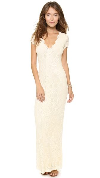 Kupi Nightcap Clothing haljinu online i raspordaja za kupiti Where style and comfort meet, this soft ivory lace gown has a sheer back panel and a centered back slit. V neckline. Short sleeves. Jersey lining. * 58
