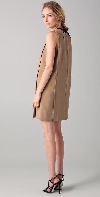 No. 21 Sleeveless Sheath Dress