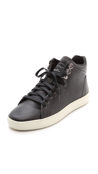 Kupi Rag & Bone cipele online i raspordaja za kupiti Casual leather Rag & Bone sneakers styled with a lace up closure and contrast sidewall. Soft padding accents the top line. Textured rubber sole. Leather: Calfskin. Imported, Romania. This item cannot be gift boxed. Available sizes: 35,36,37,38,39,40,41