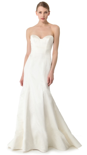 Kupi Reem Acra haljinu online i raspordaja za kupiti Exclusive to Shopbop. A fitted bodice flares out to a mermaid skirt with the subtlest train on this ivory gown. Sweetheart neckline and bodice boning. Structured hem. Hidden back zip. Fully lined. * 54