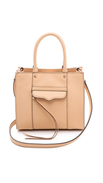 Kupi Rebecca Minkoff tasnu online i raspordaja za kupiti A scaled down version of a timeless Rebecca Minkoff tote. A tassel pull closes the zip front pocket, and a magnetic snap cinches the top. Lined, one pocket interior. Rolled handles and detachable shoulder strap. Leather: Cowhide. Weight: 16oz / 0.45kg. Imported, China. Measurements Height: 7in / 18cm Length: 8in / 20.5cm Depth: 3in / 7.5cm Strap drop: 22in / 56cm. Available sizes: One Size