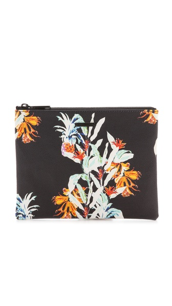 Kupi Rebecca Minkoff tasnu online i raspordaja za kupiti A zippered Rebecca Minkoff pouch in floral printed faux leather. Lined, single pocket interior. Imported, China. Measurements Height: 7.5in / 19cm Length: 9.5in / 24cm. Available sizes: One Size