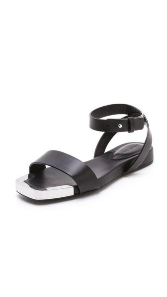 金属细节平底凉鞋