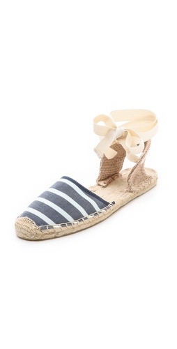 Kupi Soludos cipele online i raspordaja za kupiti Wraparound straps offer a playful update to classic espadrille sandals. Braided raffia sidewall and footbed. Textured rubber sole.  Imported, China. - Light Navy/White