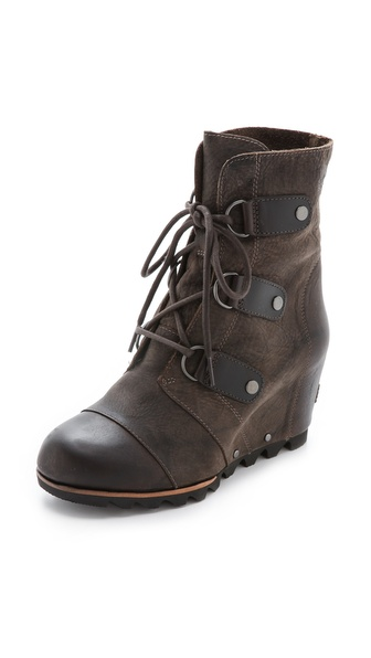 Kupi Sorel cipele online i raspordaja za kupiti A covered wedge heel adds height to military inspired Sorel boots. Lace up closure and unlined interior. Chunky lug sole. Leather: Cowhide. Imported, China. This item cannot be gift boxed. Measurements Heel: 3in / 75mm Platform: 0.75in / 20mm Shaft: 7in / 18cm. Available sizes: 6,6.5,7,7.5,8,8.5,9,9.5,10