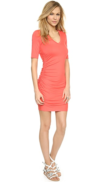 Kupi Three Dots haljinu online i raspordaja za kupiti Three Dots V Neck Shirred Side Dress Grapefruit online