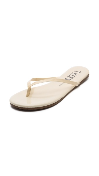 Kupi TKEES cipele online i raspordaja za kupiti A makeup palette for the feet, these TKEES flip flops shine in neutral patent leather. Rubber sole. Leather: Cowhide. Made in Brazil. Available sizes: 9