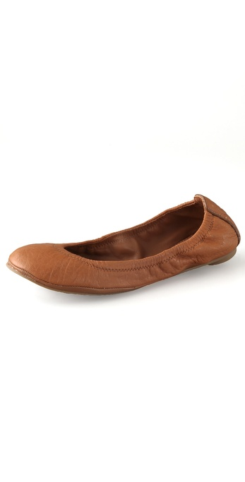 Kupi Tory Burch cipele online i raspordaja za kupiti These pebbled leather ballet flats feature a gathered elastic top line. Embossed logo at heel cap. Padded footbed and rubber sole. Fabric: Leather. Imported, China. This item cannot be gift boxed. Available sizes: 5.5,6,6.5,7,7.5,8