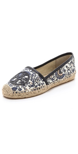Kupi Tory Burch cipele online i raspordaja za kupiti A floral canvas upper offers a feminine update to casual espadrilles. Topstitched raffia sidewall. Rubber sole.  Imported, China. This item cannot be gift-boxed. - Madura Allover/Bright Navy