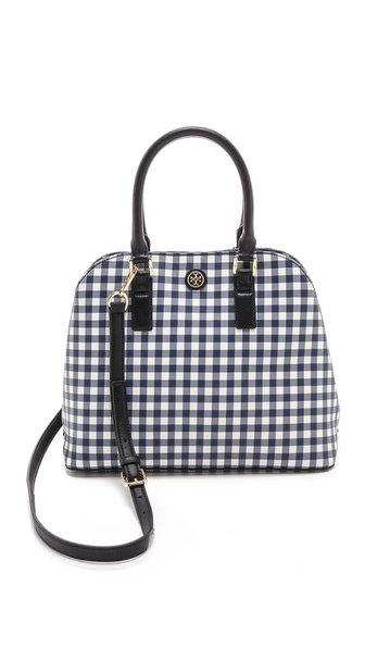 Kupi Tory Burch tasnu online i raspordaja za kupiti A retro inspired Tory Burch satchel in textured, gingham print faux leather. Metal feet. Roomy, lined interior with 3 pockets. Optional, adjustable shoulder strap. Dust bag included. Weight: 36oz / 1.02kg. Imported, China. MEASUREMENTS Height: 13in / 33cm Length: 15in / 38cm Depth: 5in / 12.5cm Strap drop: 23in / 58.5cm Handle drop: 6in / 15cm. Available sizes: One Size