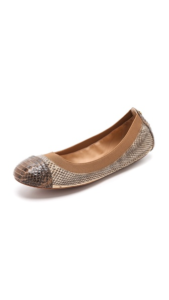 Kupi Tory Burch cipele online i raspordaja za kupiti Subtle, contrast panels accentuate the cap toe and heel of snakeskin Tory Burch ballet flats. Elastic top line. Leather sole. Leather: Snakeskin. Imported, China. This item cannot be gift boxed. THIS ITEM CANNOT BE SHIPPED OUTSIDE THE USA. Available sizes: 5,5.5,6,6.5,7,7.5,8,8.5,9,9.5,10,11