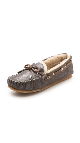 Kupi Tory Burch cipele online i raspordaja za kupiti Plush shearling lining adds a cozy touch to metallic suede Tory Burch moccasins. Leather laces. Soft crepe sole. Fur: Dyed lamb shearling, from Australia. Leather: Cowhide. Imported, China. This item cannot be gift boxed. Available sizes: 5,6,7,8,9