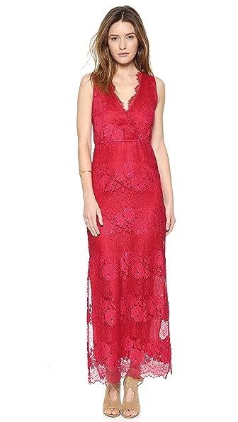 Kupi Twelfth St. by Cynthia Vincent haljinu online i raspordaja za kupiti Twelfth St. By Cynthia Vincent Sleeveless Lace Maxi Dress Red online