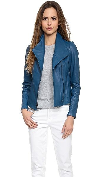 Кожаная куртка Scuba в винтажном стиле Vince. Цвет: танзанит