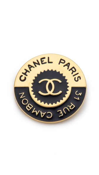 WGACA Vintage Vintage Chanel Rue Cambon Pin