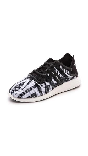 Kupi Y-3 cipele online i raspordaja za kupiti Y-3 Yohji Boost Joggers Graphic/Black/White cipele
