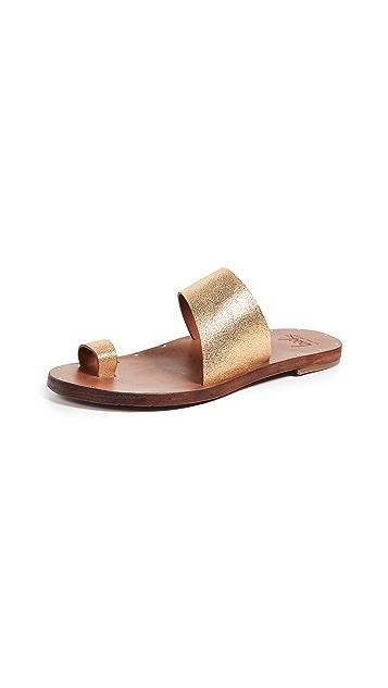 beek Finch 凉鞋