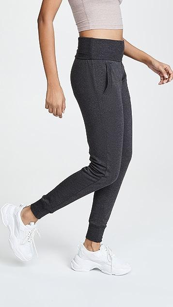 Beyond Yoga 舒适绒布翻折长运动裤