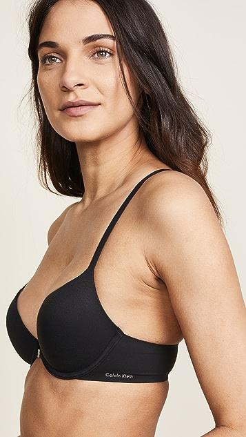 Calvin Klein Underwear 修身款工字型后背 T 恤式文胸