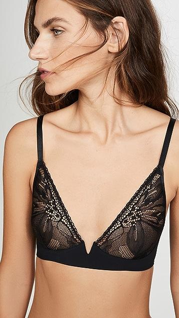 Calvin Klein Underwear 黑色花瓣蕾丝无衬里低 V 领文胸
