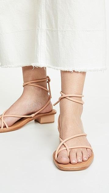 LOQ Ara 系带凉鞋