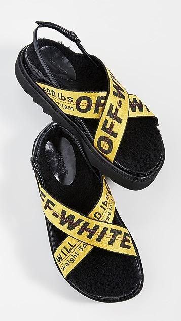 米白色 工业风护带凉鞋