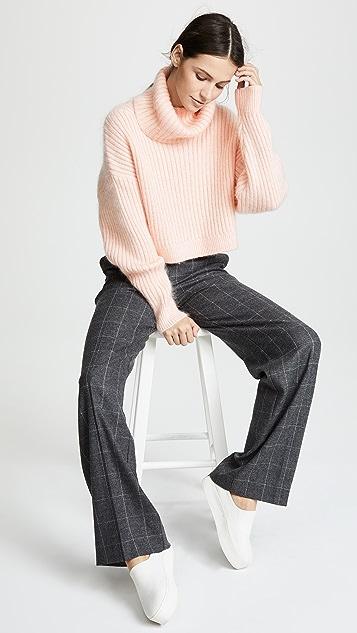 3.1 Phillip Lim 马海毛短款高领衫