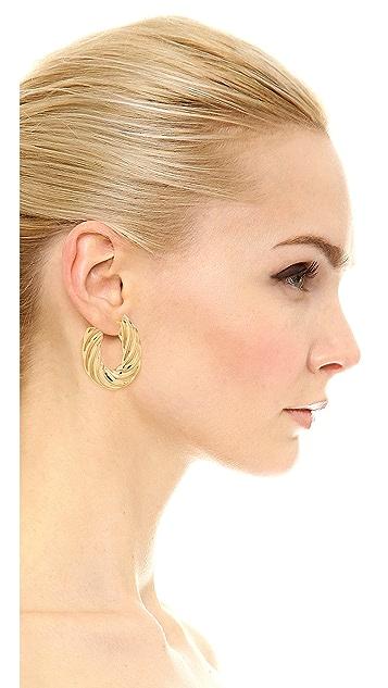 Soave Oro 平整扭褶耳环