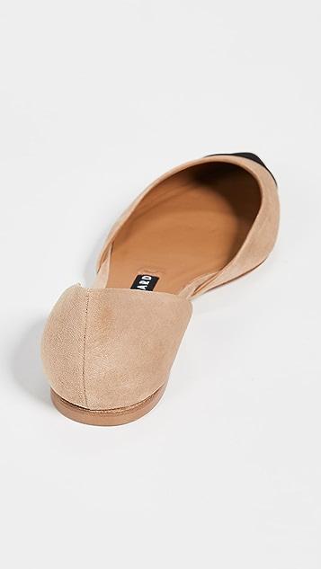 Veronica Beard Leonie 侧空平底鞋