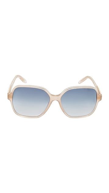 Victoria Beckham 标志性方形太阳镜