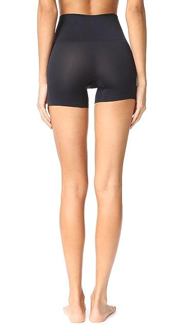 Yummie 无缝构造轻盈锦纶短裤