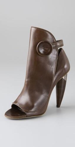 % Shoes %